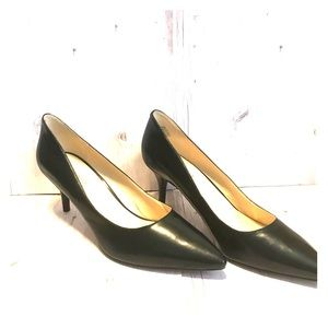 Like New Nine West Black Business Heels Size 10